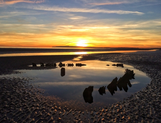Sunset in Camber Sands by Limor Tevet