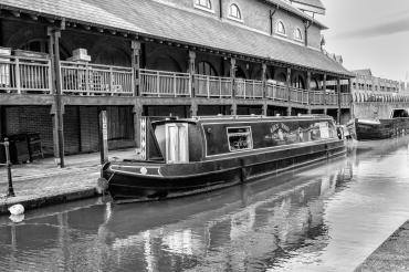 Barges at Banbury by Den Heffernon